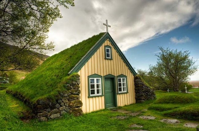 People at all levels of society, rich and poor, built turf houses.